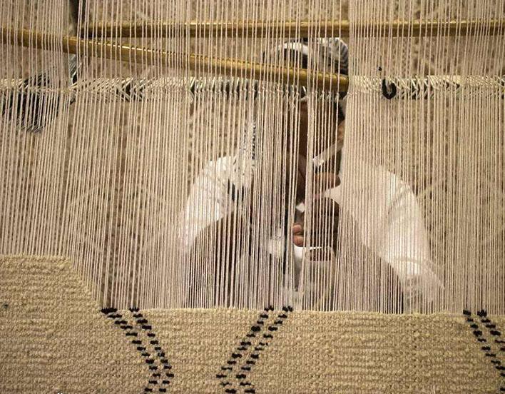 人造地毯编制过程