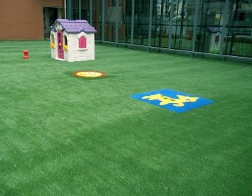 重庆某幼儿园人造草坪安装