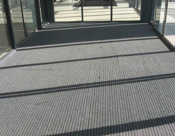 橡胶连接铝合金地毯